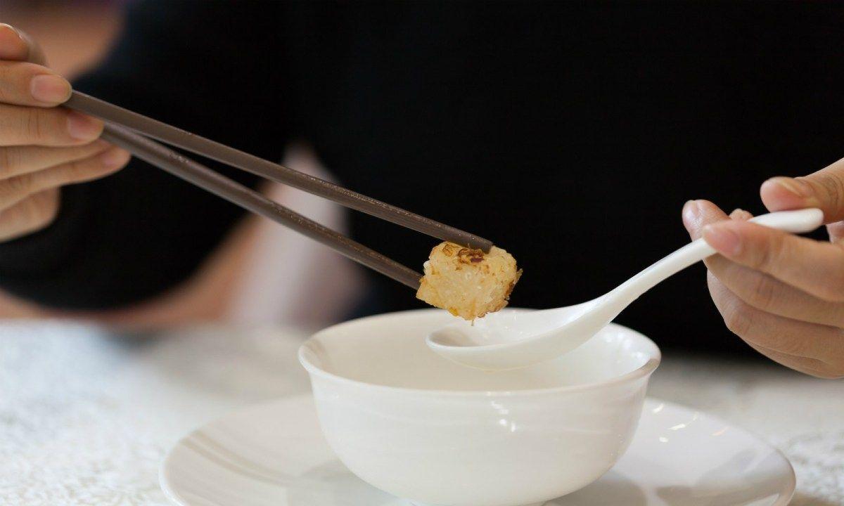 Hong Kong Larang Makan di Restoran