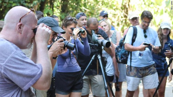 PES adalah kegiatan ekowisata yang dilakukan masyarakat Kosta Rika.Pada 1970-an dan 1980-an Kosta Rika memiliki tingkat deforestasi tertinggi di Amerika Latin, tetapi berhasil membalikkan itu dalam waktu yang relatif singkat, kata salah satu direktur di International Union for Conservation of Nature (IUCN), Stewart Maginnis.