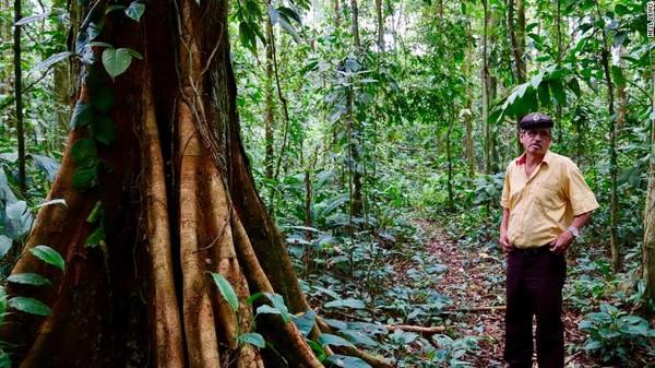 Pengalaman lain merawat juga menumbuhkan hutan diceritakan oleh Elicinio Flores. Pada usia 22 tahun ia menerima skema PES pemerintah yang memberinya tanah seluas 10 hektar di Sarapiqui pada tahun 1976.
