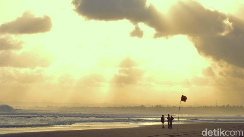 Indahnya Langit Pantai Pangandaran Memasuki Musim Kemarau