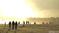 Mulyadi mengatakan kondisi laut lepas yang lebih dingin di musim kemarau, akan membuat ikan-ikan bergerak ke pantai.