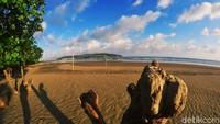 Bagi pencinta fotografi inilah musim yang tepat untuk mengabadikan keindahan pantai.