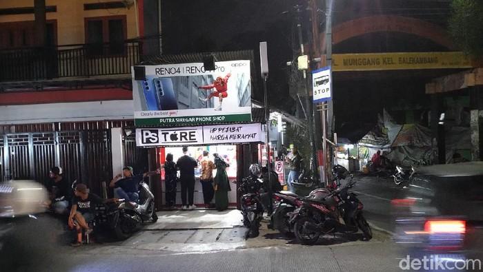 Kondisi gerai PS Store di Condet, Jaktim, Selasa (28/7/2020) malam. (Sachril Agustin Berutu/detikcom)
