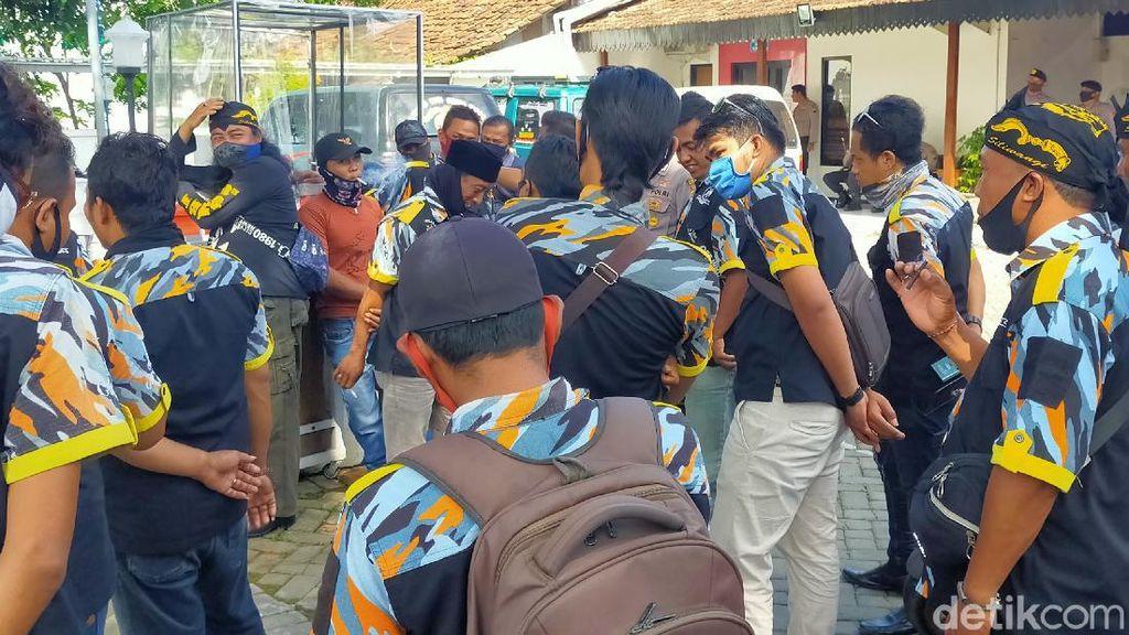 Pelaporan LSM Keroyok Dokter RSUD Blambangan Dibalas dengan Aksi Demo