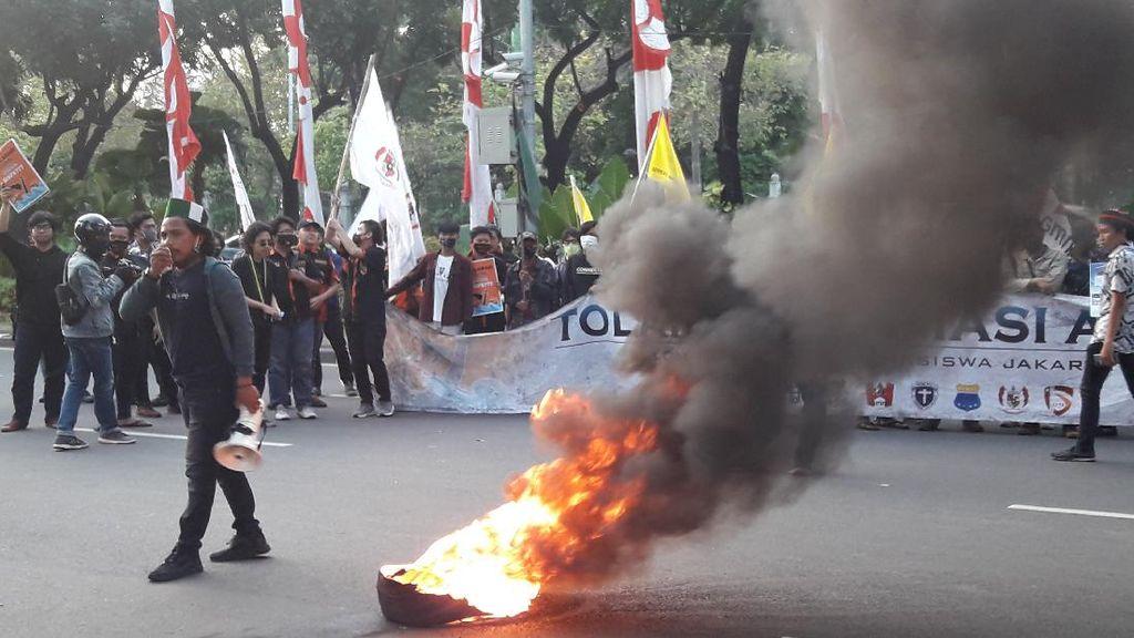 Demo Tolak Reklamasi Ancol Sempat Rusuh, Massa Lempari Kantor Anies Pakai Telur