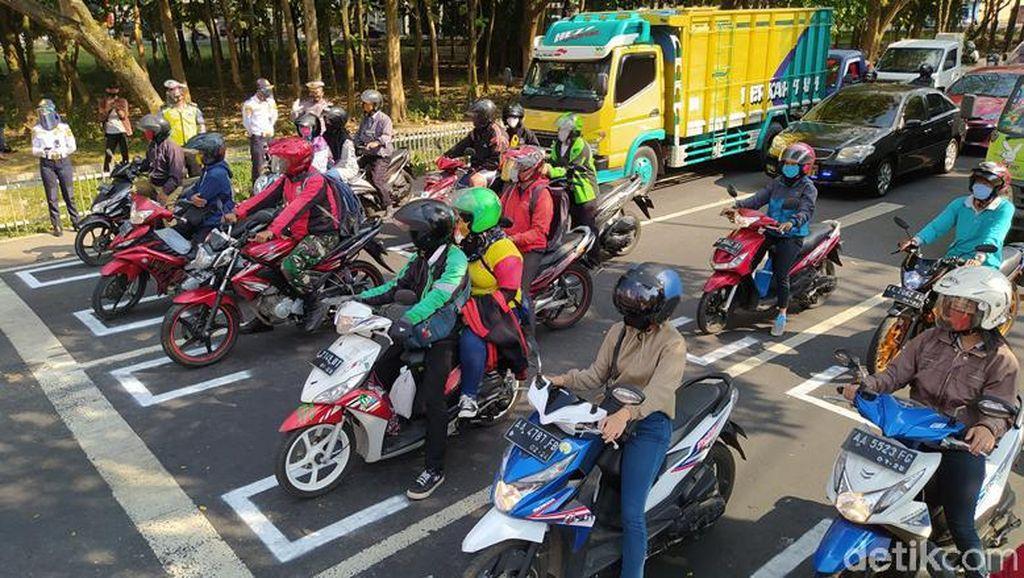 Marka Jaga Jarak untuk Pemotor Serasa di Sirkuit MotoGP