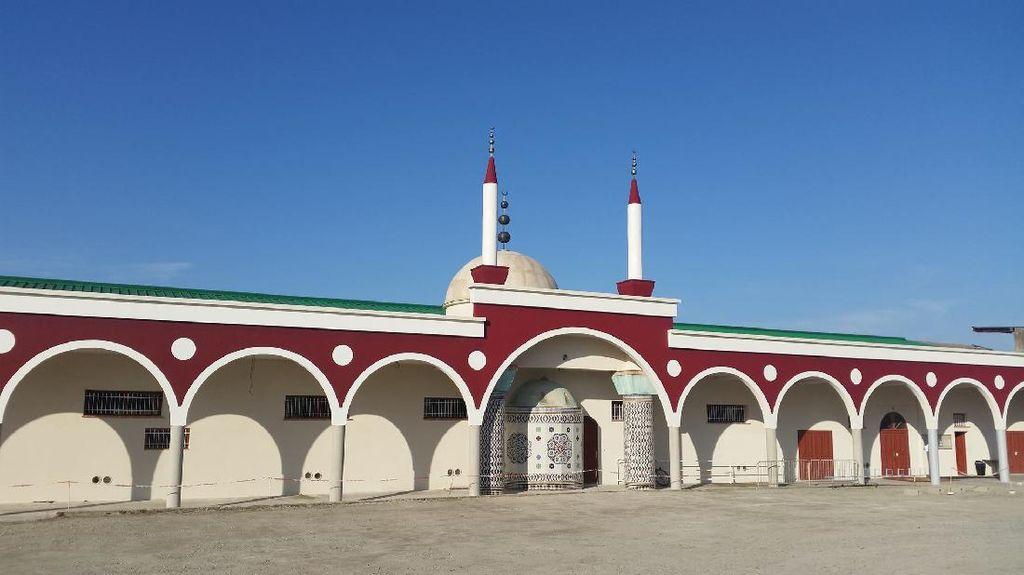 Ini Masjid di Prancis yang Dinodai Simbol Nazi