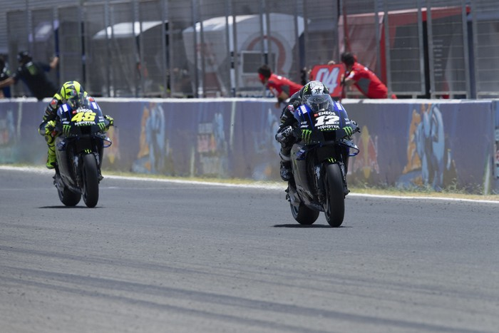 JEREZ DE LA FRONTERA, SPAIN - JULY 26:   Maverick Vinales of Spain and Monster Energy Yamaha MotoGP Team leads the field during the MotoGP race during the MotoGP of Andalucia - Race at Circuito de Jerez on July 26, 2020 in Jerez de la Frontera, Spain. (Photo by Mirco Lazzari gp/Getty Images)