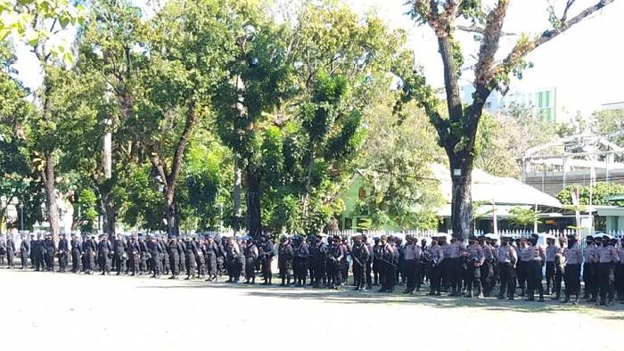 Personel TNI, Polri, dan Satpol PP menggelar apel persiapan pengosongan Mattoanging (Hermawan-detikcom).