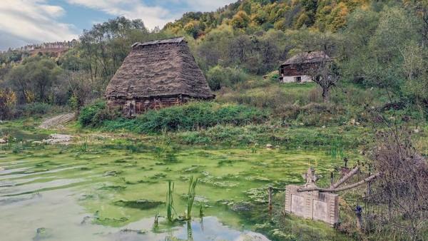 Berjarak sekitar dua jam perjalanan darat dari Cluj di Romania, Geamana tidak ada ubahnya dengan sebuah kota hantu. Keindahannya di masa lalu pun hanya menjadi kenangan seteleah terendam polusi.