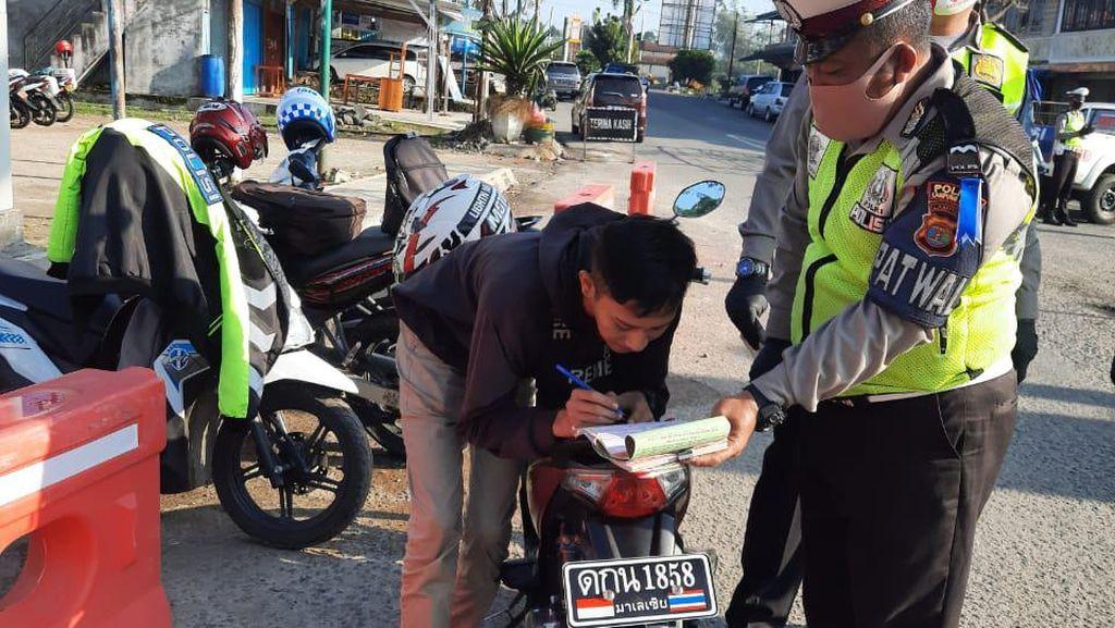 Obsesi Remaja Modif Pelat Motor ala Thailand Berujung Tilang di Jalan
