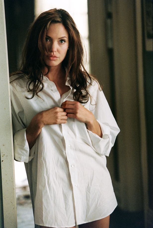 Angelina Jolie saat tampil di Mr and Mrs Smith.