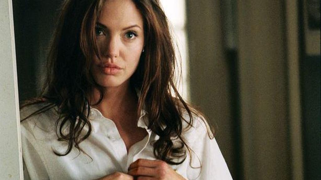 Nah, Loh! Angelina Jolie Kepergok Kencan dengan The Weeknd