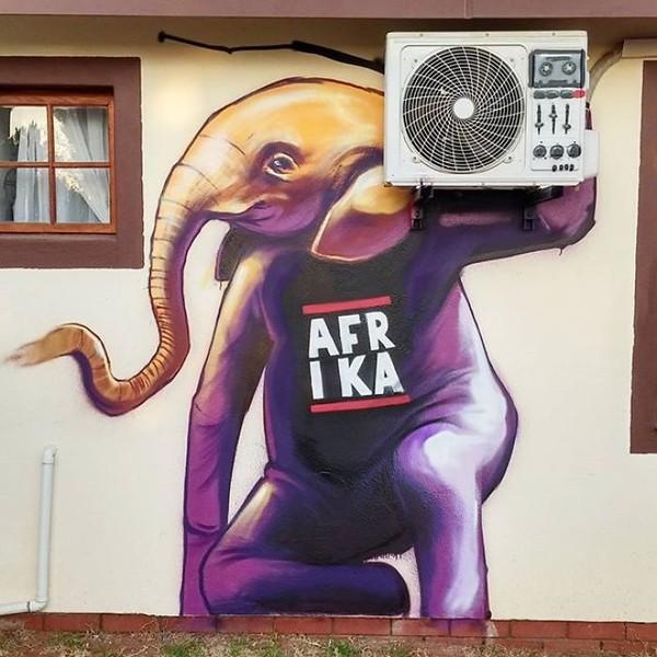 Lihatlah salah satu karyanya dimana gajah seolah-olah sedang menyandang radio (mesin AC). (dok Falko Fantastic)
