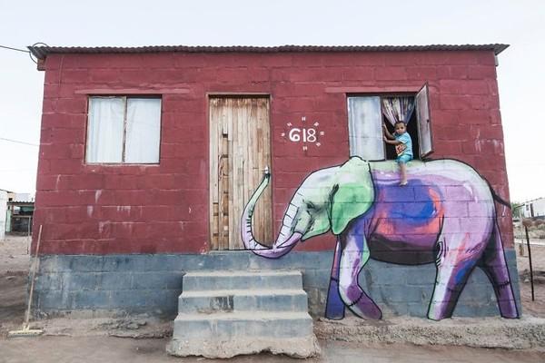 Mural yang menakjubkan dari sang seniman seringkali menyerupai satwa liar, seperti gajah, singa, dan lainnya. (dok Falko Fantastic)