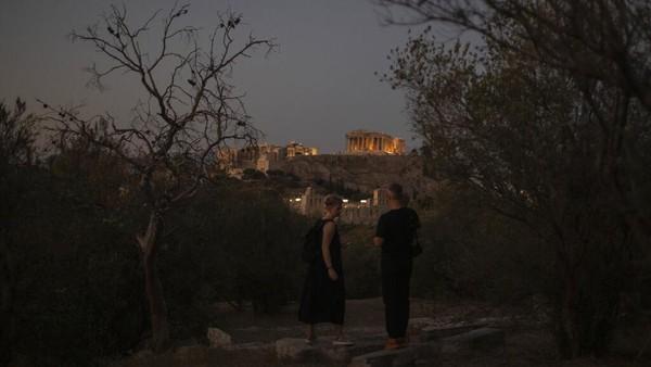 Yunani terus membuka industri pariwisatanya meskipun ada pembatasan terkait pandemi COVID-19.