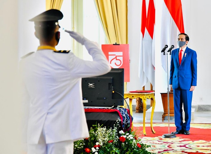 Presiden Jokowi melantik lulusan IPDN di Istana Bogor, tahun 2020.