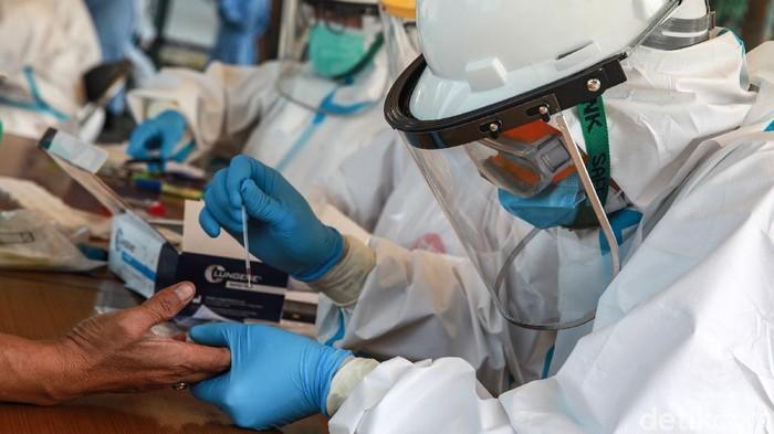 Kasus positif corona di Indonesia telah menembus angka 102.051 kasus. Rapid test pun terus dilakukan sebagai upaya memutus penyebaran virus Corona.