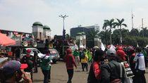 Massa Buruh Kembali Mendatangi Kawasan Gedung DPR