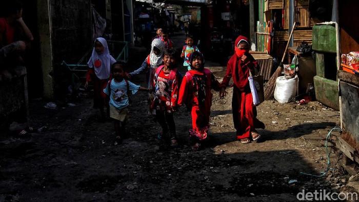 Imbas pandemi, kegiatan belajar di era new normal telah dijalankan sejak beberapa bulan lalu. Salah satunya di Pendidikan Usia Dini (PAUD) dari sekolah Merah Putih di Jakut.