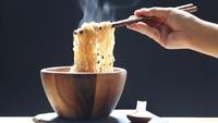 4 Alasan Tak Boleh Sering-sering Makan Mi Instan