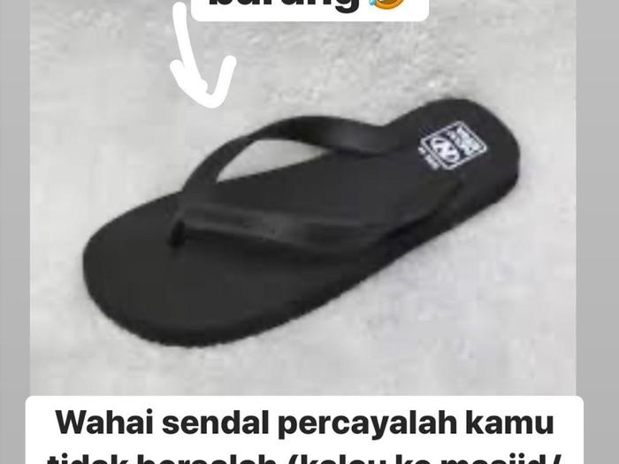 owner kafe larang sandal jepit