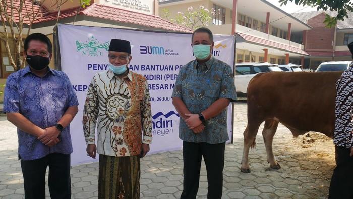 PBNU melalui Lembaga Zakat Infaq Sadaqah Nahdlatul Ulama (LAZISNU) menerima 20 hewan kurban dari Bank Mandiri, Hewan kurban ini akan dibagikan kepada warga.