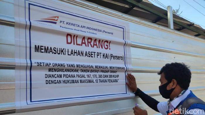 Penertiban aset PT KAI di Cirebon