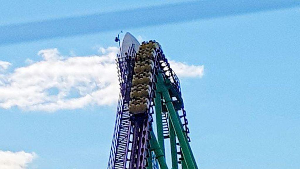 Detik-detik Penumpang Terjebak di Roller Coaster Setinggi 45 Meter di Inggris