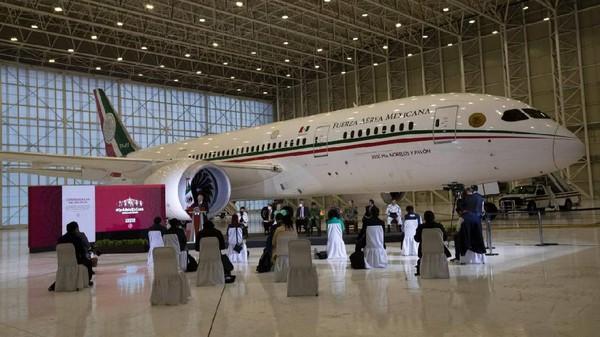 Presiden Meksiko, Andres Manuel Lopez Obrador sudah sejak lama mengungkapkan rencana untuk menjual pesawat jet kepresidenannya dengan cara lotere. Tapi rencana itu penuh dengan kendala. (Marco Ugarte/AP)