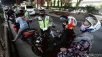Polisi TindakPemotor yang Lewat Jalur Cepat