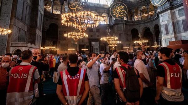 Pada masanya, Hagia Sophia menjadi simbol puncak ketinggian arsitektur Bizantium.