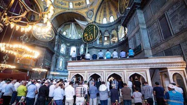 Salat Jumat perdana telah digelar di Hagia Sophia pada 24 Juli lalu.