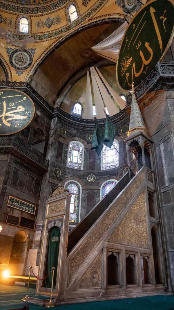 Semua mosaik akan dibuka ketika semua pengunjung bisa masuk tempat tersebut untuk melihat keindahannya.