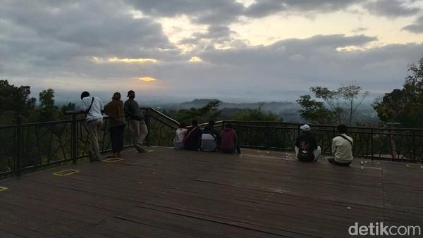 Salah satu pengunjung menuturkan bahwa Punthuk Setumbu memiliki udara yang sejuk serta keindahan sunrise dan candi borobudur. (Eko Susanto/detikcom)