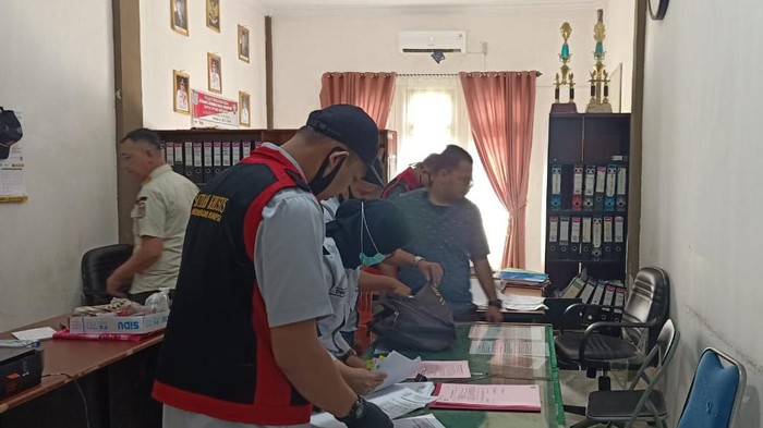 Kantor Satpol PP Merangin, Jambi, digeledah jajaran dari Kejari Merangin, Rabu (29/7/2020).