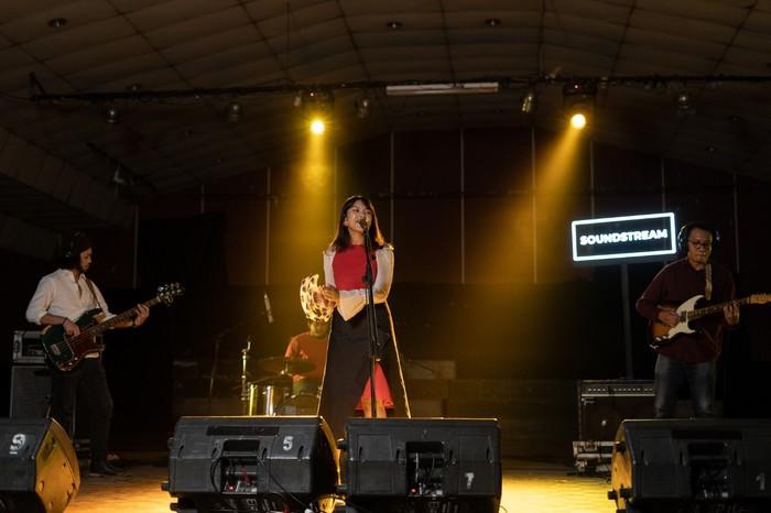 Soundstream, Vira Talisa, Iga Massardi