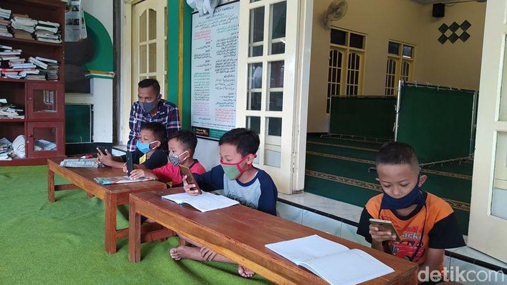 Nadiem Terbitkan Kurikulum Darurat untuk Pembelajaran Jarak Jauh