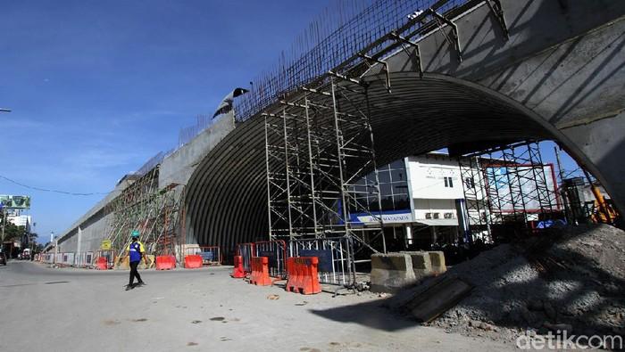 Pembangunan jalan layang Purwosari, Surakarta, Jawa Tengah, terus dikebut. Berikut foto-foto progres terkininya!