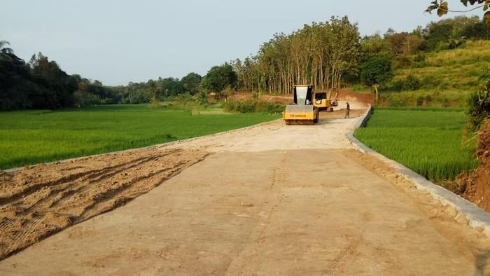 TNI bangun akses jalan pengubung 2 desa di Cilegon