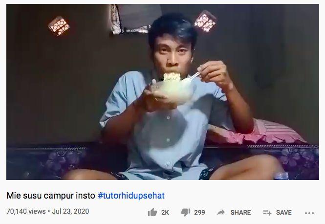 YouTuber Sobat Miskin Official saat makan nyeleneh