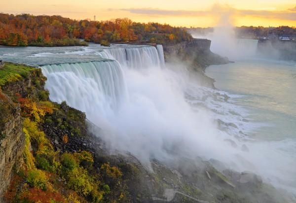 Niagara Fall berada di antara perbatasan Kanada dan Amerika Serikat. (iStock)