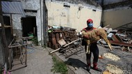 Aksi Superhero di Solo Bagikan Hewan Kurban ke Panti Asuhan
