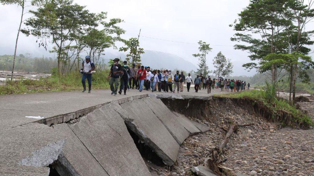 Jalan Trans Papua Ruas Mimika-Nabire Putus Akibat Banjir