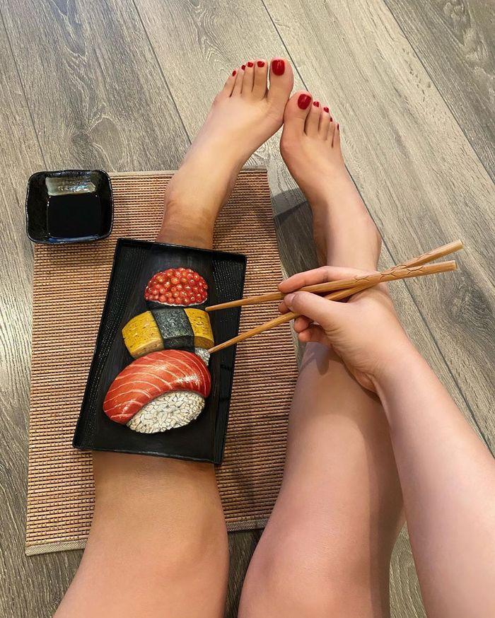 Body painting tema makanan