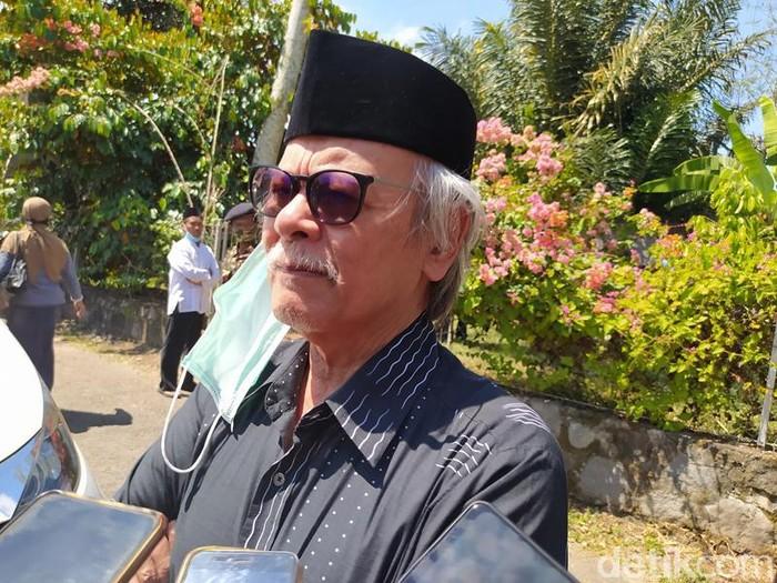 Erry Riyana Hardjapamekas saat ditemui di rumah duka Ajip Rosidi.