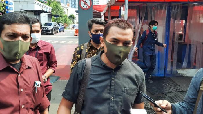 FPI laporkan Budi Djarot ke Polda Metro atas penghinaan kepada Habib Rizieq Shihab.