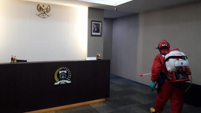 Gedung DPRD DKI Jakarta Disemprot Disinfektan