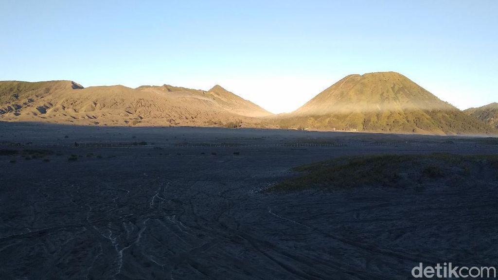 Suhu di Gunung Bromo Jelang Pagi Capai 5 Derajat Celsius