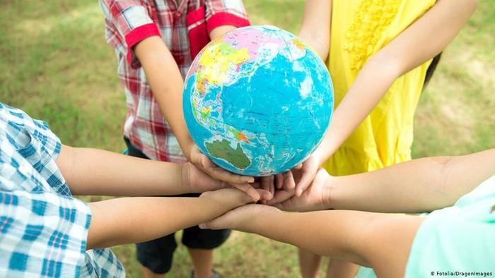 Hari Persahabatan Sedunia 30 Juli - Terkoneksi Tapi Tetap Kesepian?
